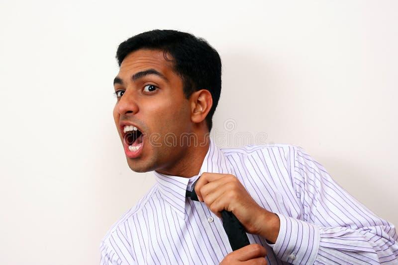 Indischer schreiender Geschäftsmann. stockfoto