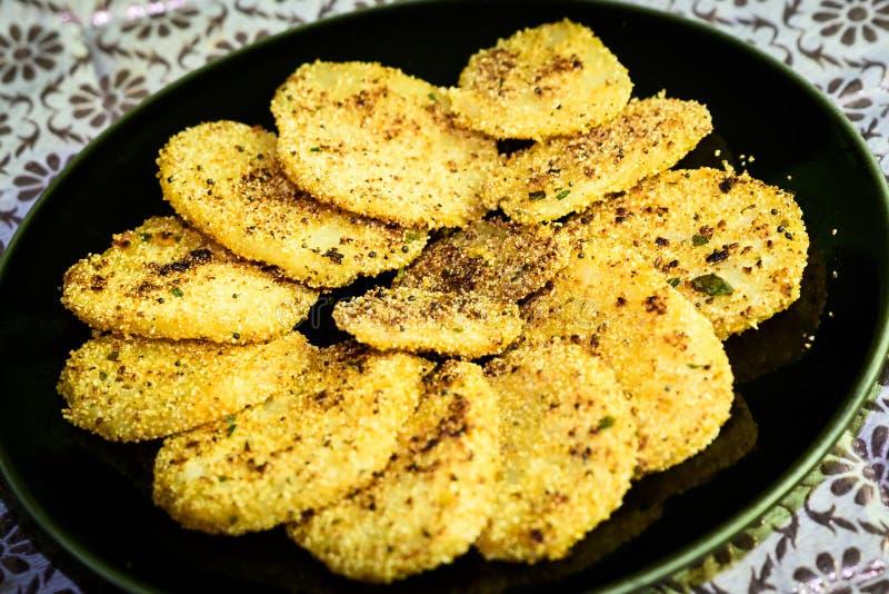 Indischer Snack - aloo tikki lizenzfreie stockbilder