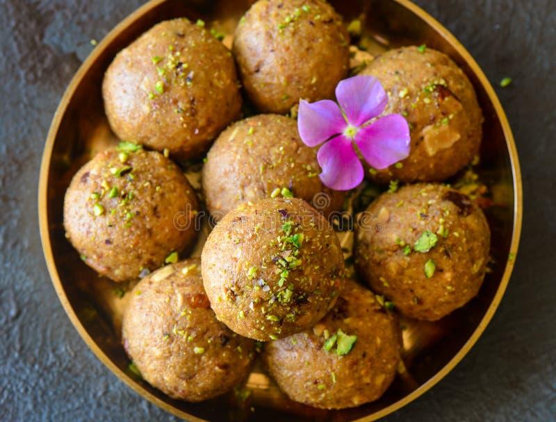Indisches Bonbons Besan-laddoo Draufsicht stockfoto