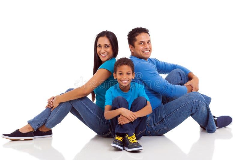 Indisches Familiensitzen lizenzfreie stockbilder