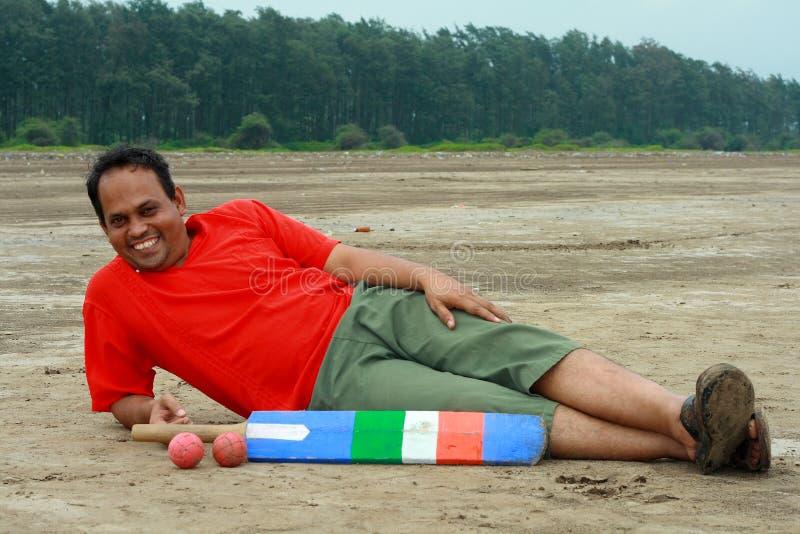 Indisches Kricketspielerstillstehen stockfotos