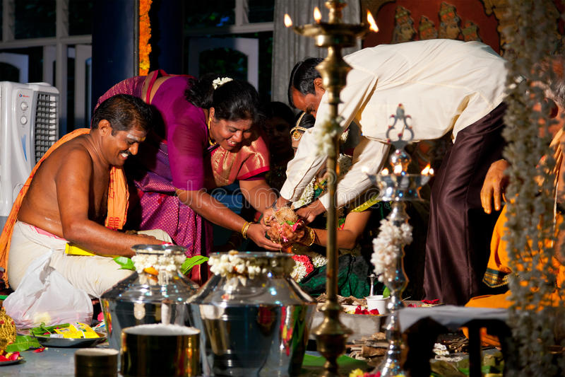 Indisches (Tamil) traditionelles Wedding Cerremony lizenzfreie stockfotos