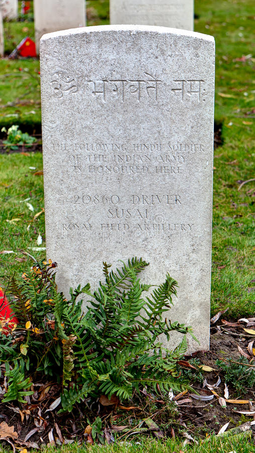 Indisk allvarlig sten på WWI-kyrkogården, Flanders fält royaltyfri foto