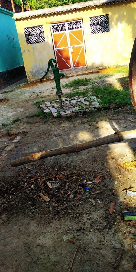 Indisk bild för byhandpump royaltyfri fotografi