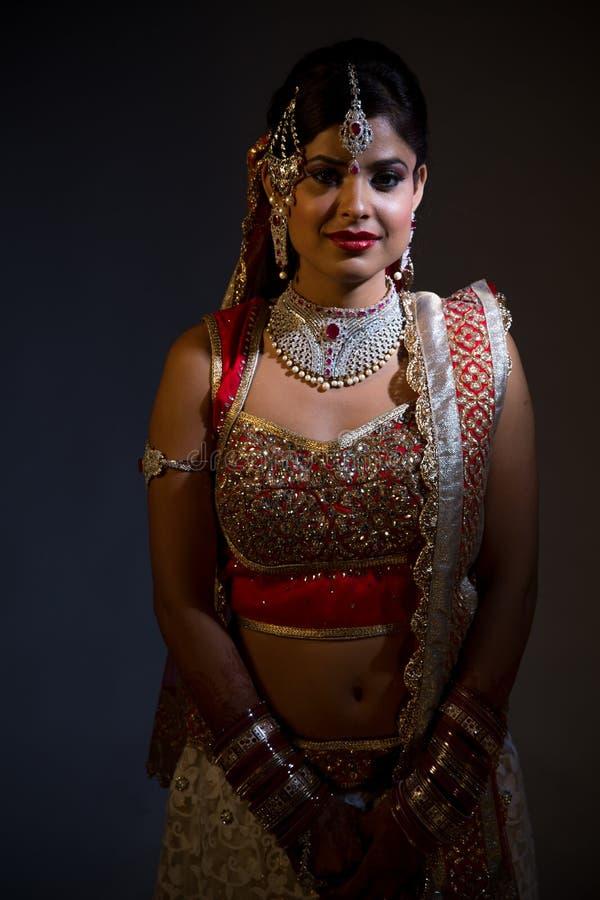 Indisk Bride Closeup på svart bakgrund arkivfoto