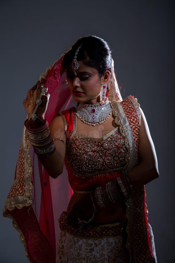 Indisk brudCloseup på svart bakgrund arkivbild