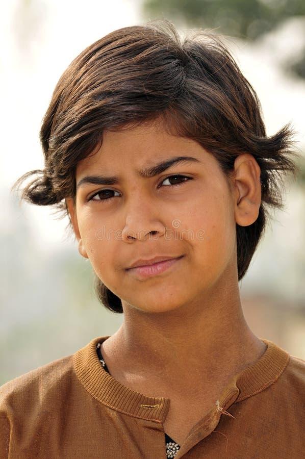 indisk dålig stående för flicka arkivbild