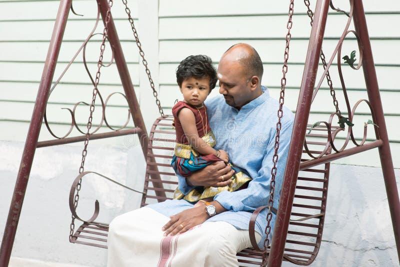 Indisk fader och dotter arkivfoto
