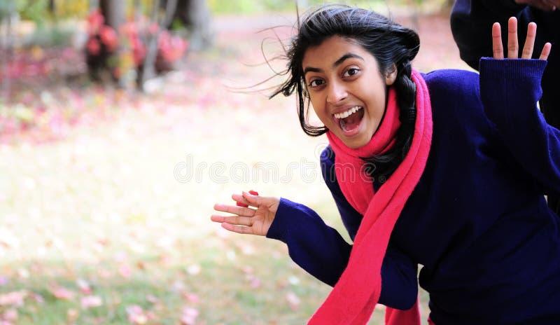 Download Indisk flicka i Fallsäsong fotografering för bildbyråer. Bild av gyckel - 27277935