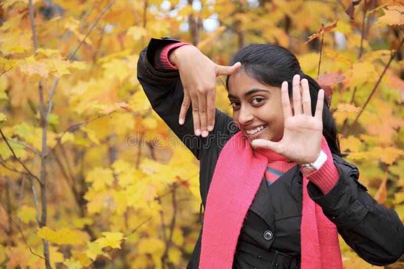 Download Indisk flicka i Fallsäsong fotografering för bildbyråer. Bild av lady - 27277941