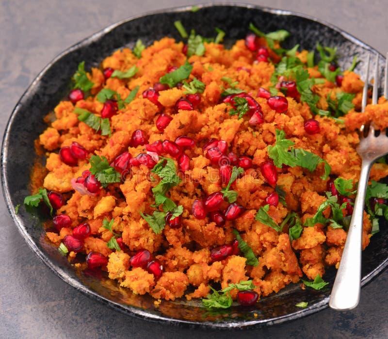 Indisk frukost - kryddig dalia couscous royaltyfri bild