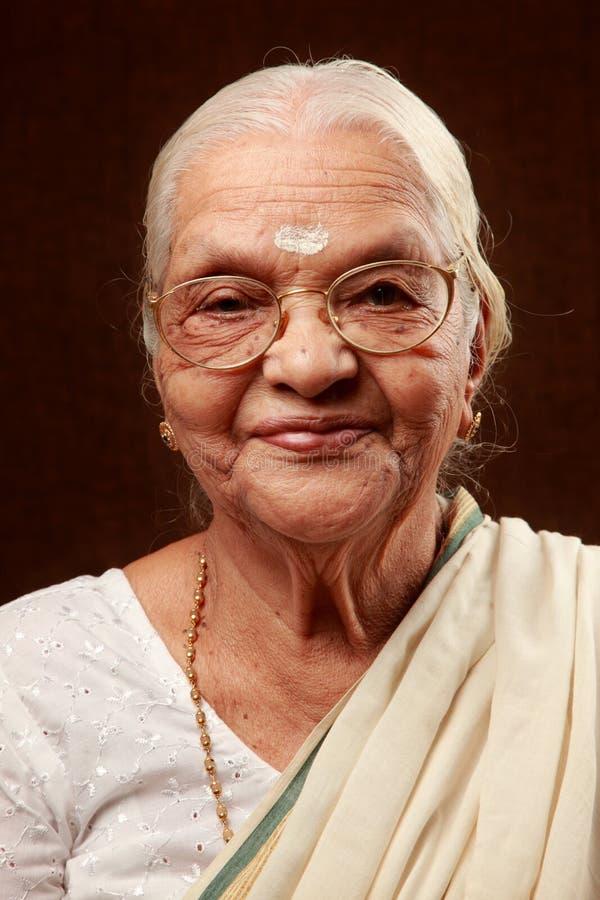 indisk hög kvinna royaltyfri foto