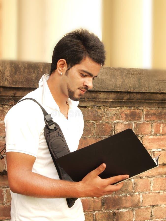 Indisk högskolestudent fotografering för bildbyråer