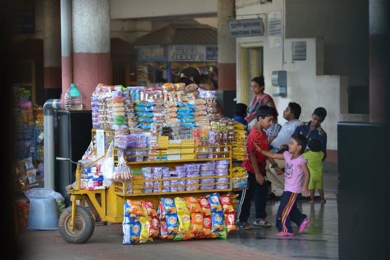 indisk järnväg station royaltyfri fotografi