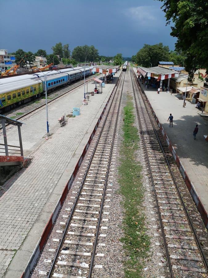 Indisk järnvägsstation för naturliga platser royaltyfria bilder