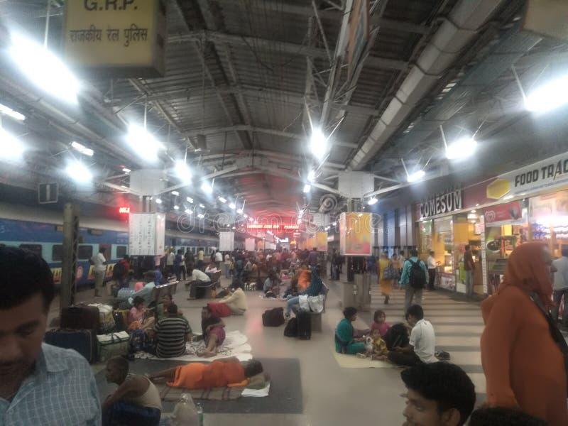 Indisk järnvägstation arkivfoton