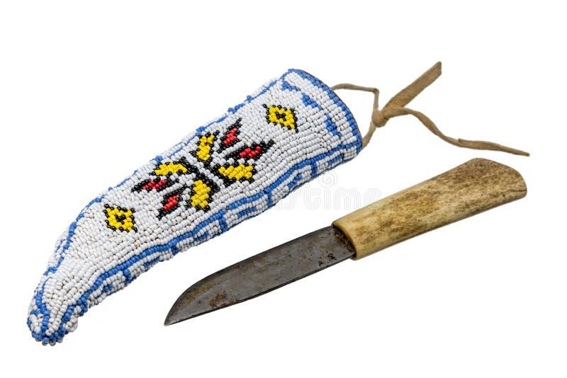 Indisk kniv med benhandtaget i en darrning som broderas med pärlor arkivbilder