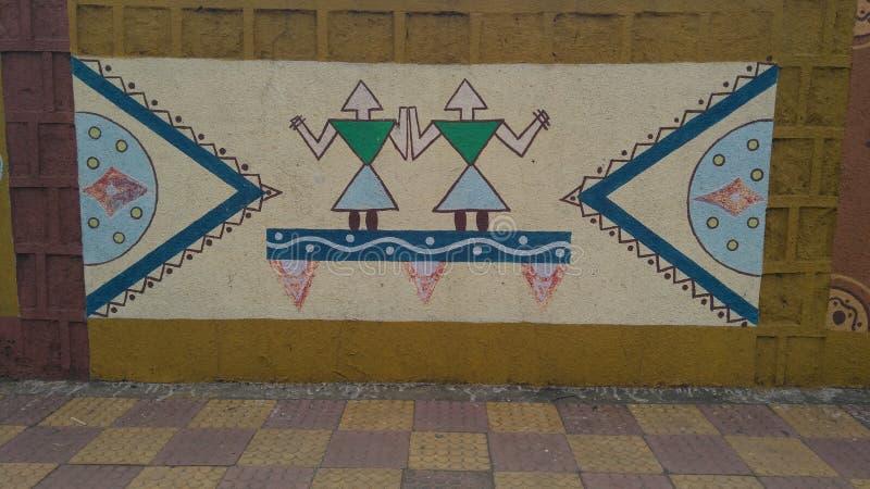 Indisk konst för väggmålning på vägar av BHOPAL MADHYA PRADESH INDIEN royaltyfri foto