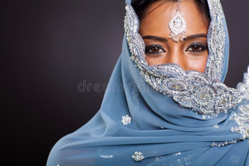 Indisk kvinnaframsida royaltyfri fotografi
