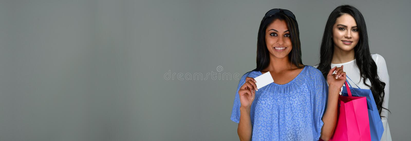 Indisk kvinnashopping royaltyfri fotografi