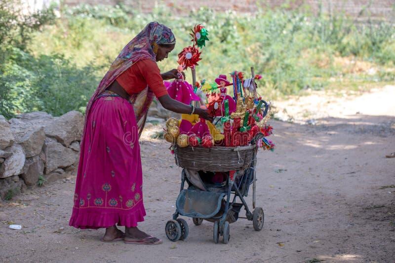 Indisk leksakerförsäljare royaltyfri fotografi
