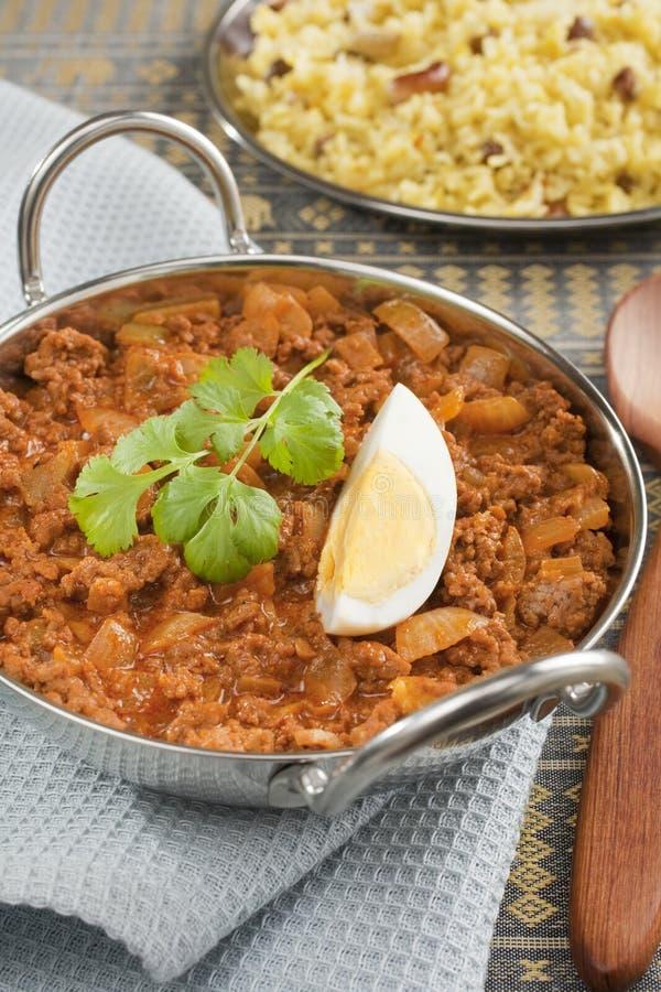 Indisk målnötköttKeema curry med ägget och Rice arkivbild