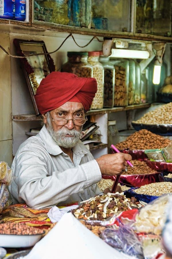 indisk marknadssäljare royaltyfria foton