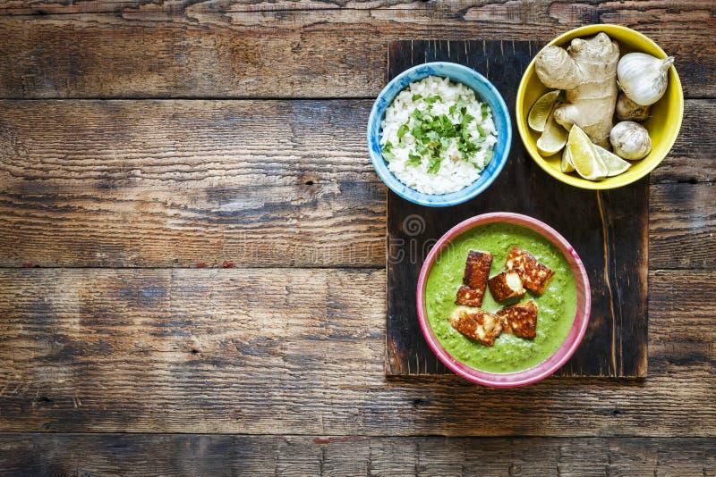 Indisk mat, kopieringsutrymme, vegetarisk mat, mål, grönsak, curry, maträtt, asiat, kokkonst, matställe, sund bästa sikt, kopieri royaltyfria foton