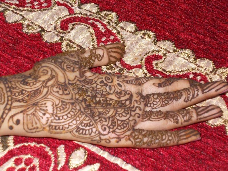 Indisk mehndiflickahand royaltyfria foton