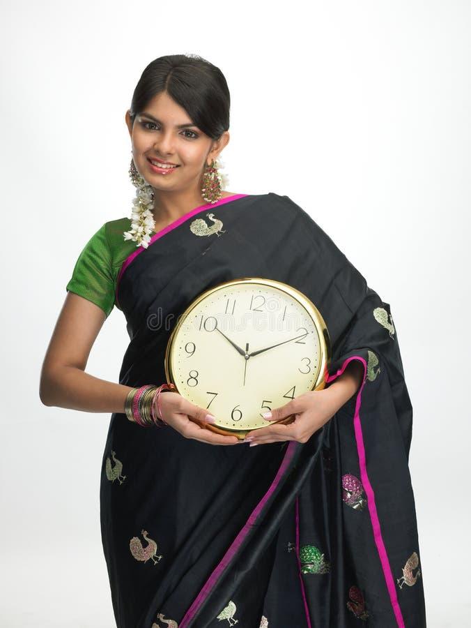 indisk plattform kvinna för klocka fotografering för bildbyråer