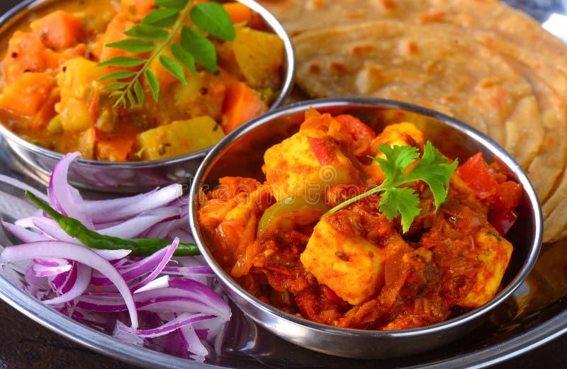 Indisk sabji och sallad för vegetarianmål-dal roti fotografering för bildbyråer