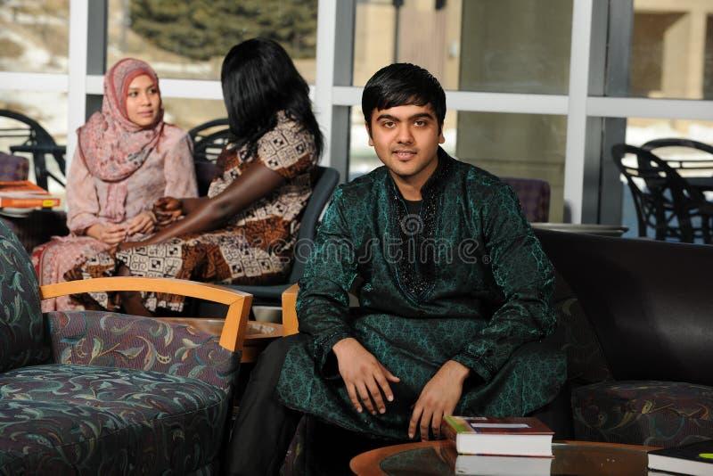 Indisk student i traditionella kläder royaltyfria bilder