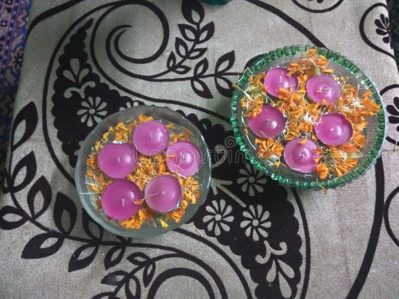 Indiska färgglade sväva diyas royaltyfri fotografi