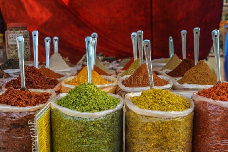 Indiska färgrika kryddor royaltyfria bilder