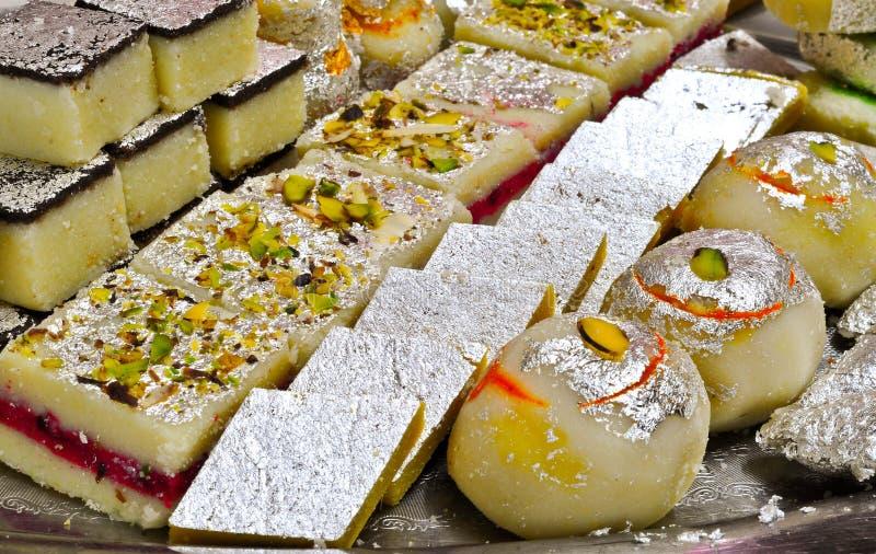 Indiska sötsaker - Mithai royaltyfri fotografi