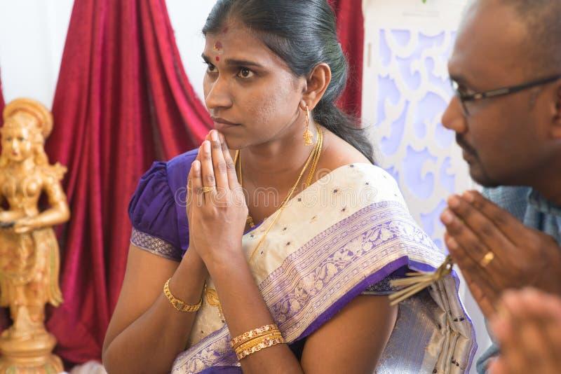 Indiskt be för folk arkivbilder