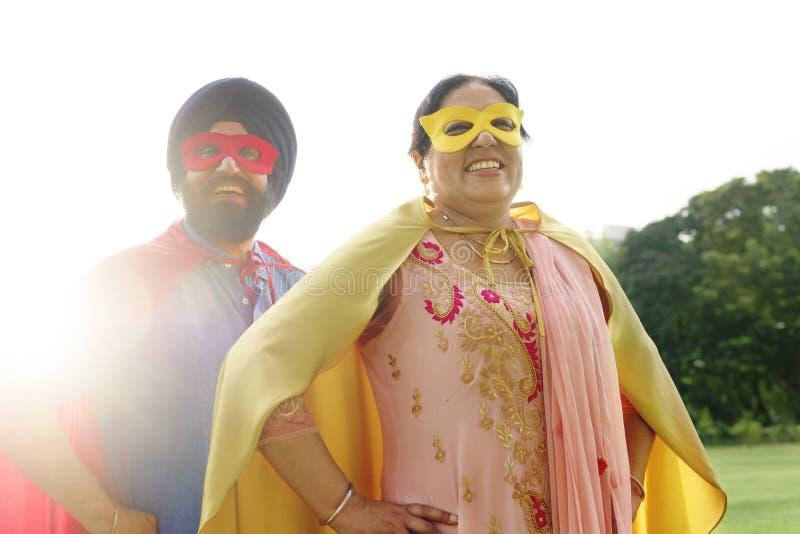 Indiskt begrepp för parSuperheroesförälskelse arkivfoto
