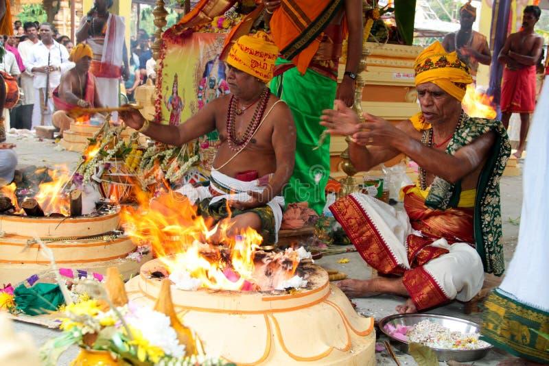 indiskt prästtempel för upptagen ceremoni fotografering för bildbyråer
