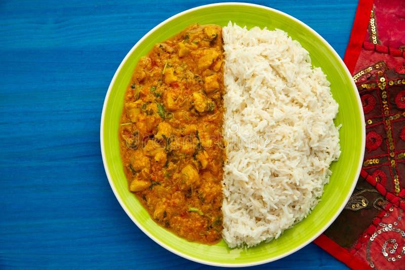 Indiskt recept för feg currymaträtt på blått royaltyfria bilder