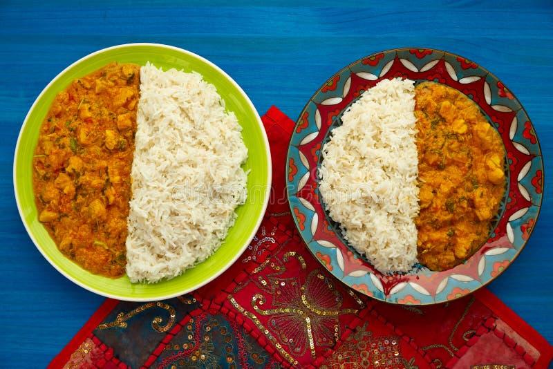 Indiskt recept för feg currymaträtt på blått royaltyfri foto