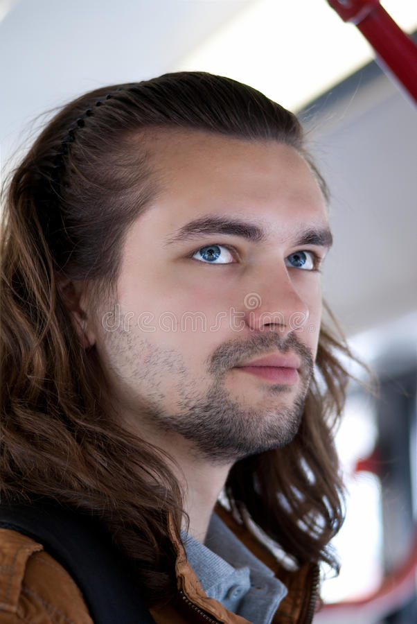 Indivíduo atrativo 'sexy' novo com cabelo longo fotos de stock