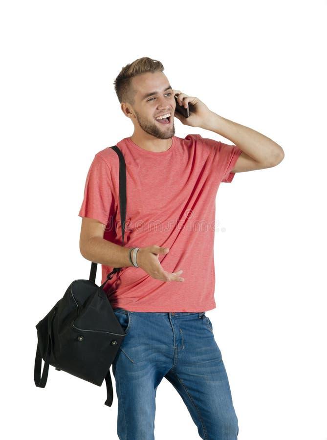 Indivíduo considerável novo que tem uma conversação em seu telefone celular imagem de stock