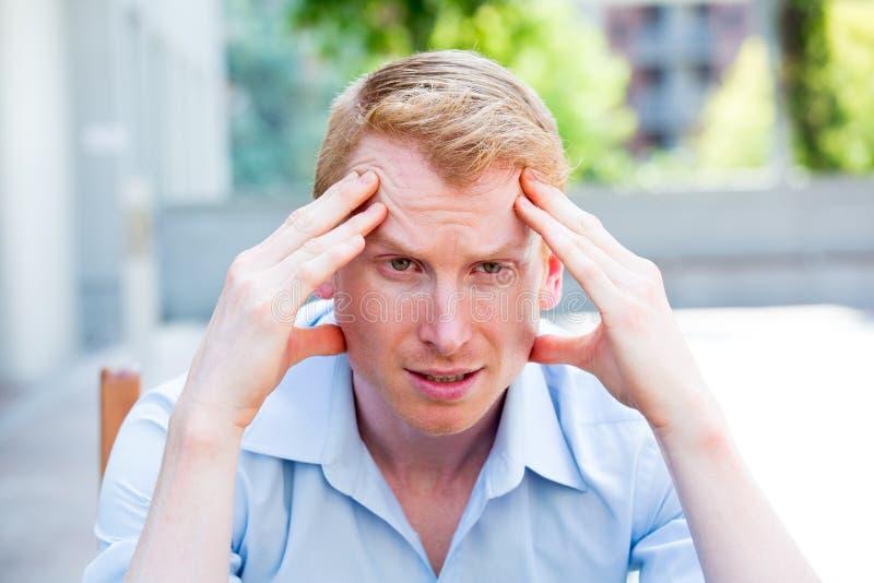 Indivíduo da dor de cabeça imagens de stock