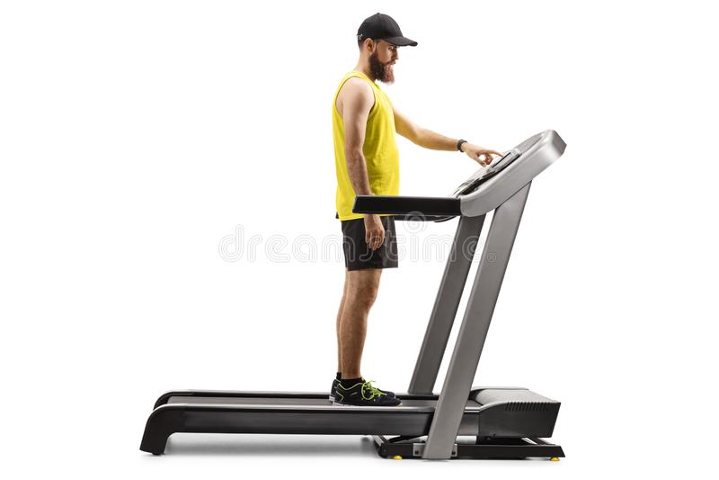 Indivíduo farpado no sportswear que está em uma escada rolante e que pressiona um botão fotos de stock