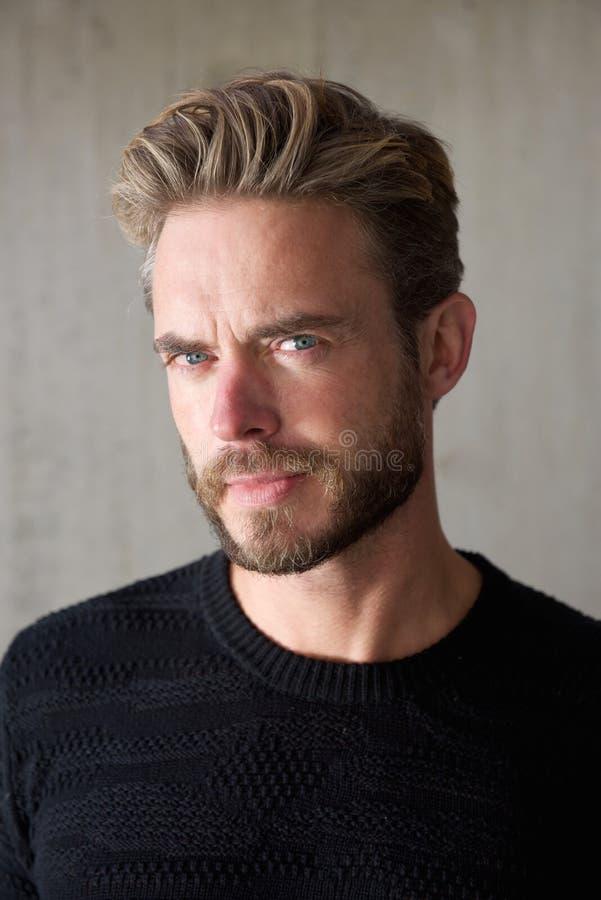 Indivíduo fresco com barba fotografia de stock