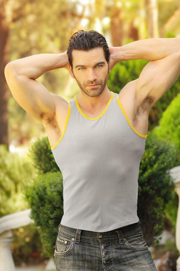 Indivíduo muscular do ajuste fora foto de stock royalty free