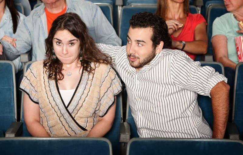Indivíduo que flerta no teatro fotos de stock royalty free