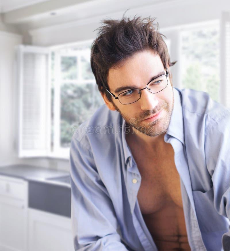 Indivíduo 'sexy' com smirk brincalhão foto de stock royalty free
