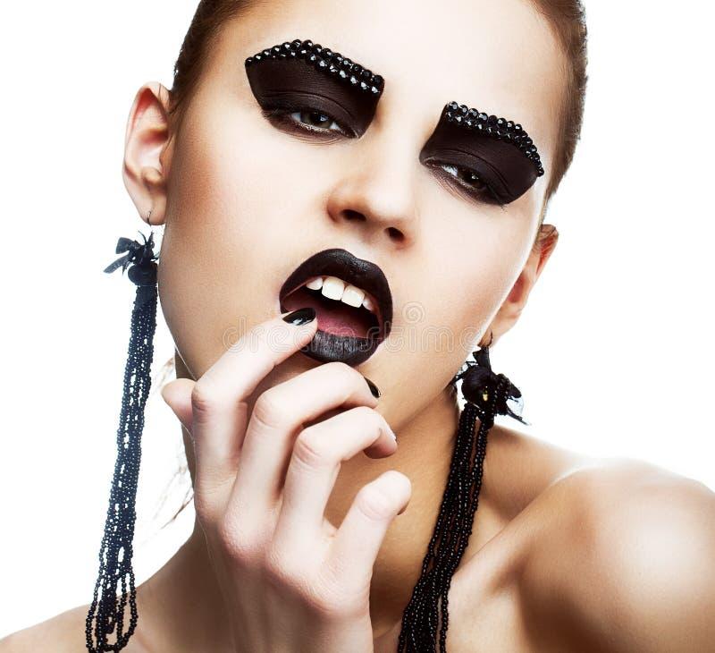 Individualität. Ausdruck. Gesicht der außerordentlichen ultramodernen Hippie mit extremem Make-up. Nebenkultur stockfoto