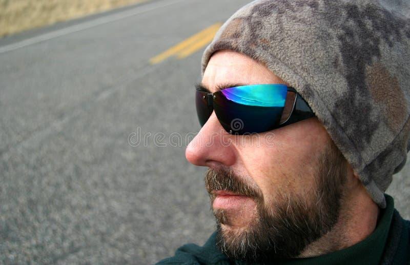 Individuo del viaje por carretera
